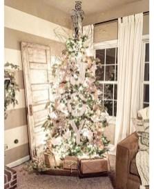 Minimalist Christmas Tree Ideas For Living Room Décor 25