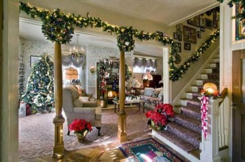 Minimalist Christmas Tree Ideas For Living Room Décor 28