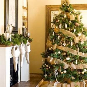 Minimalist Christmas Tree Ideas For Living Room Décor 31