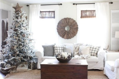 Minimalist Christmas Tree Ideas For Living Room Décor 37