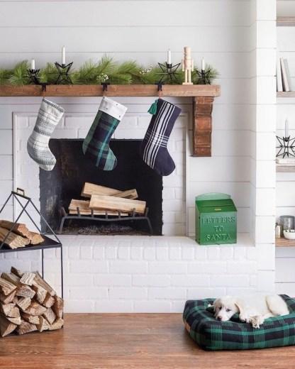 Minimalist Christmas Tree Ideas For Living Room Décor 38