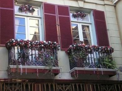 Popular Apartment Balcony For Christmas Décor Ideas 08