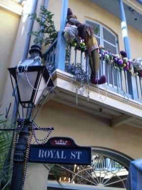 Popular Apartment Balcony For Christmas Décor Ideas 21