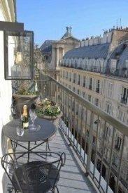 Popular Apartment Balcony For Christmas Décor Ideas 24