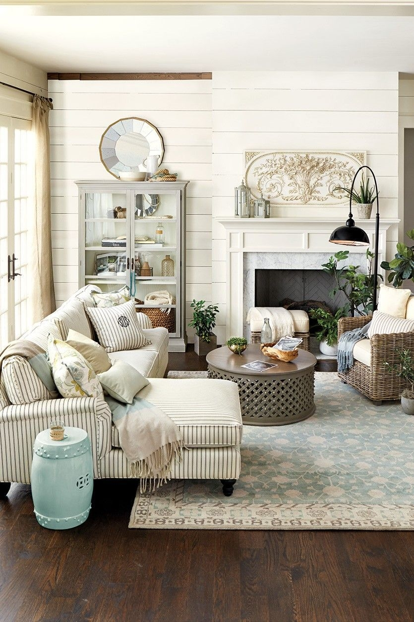 Stylish French Country Living Room Design Ideas 42