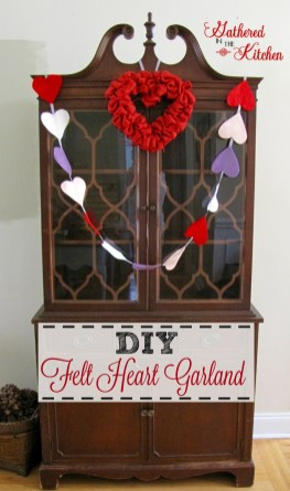 Inspiring Diy Outdoor Decorations Ideas For Valentine'S Day32