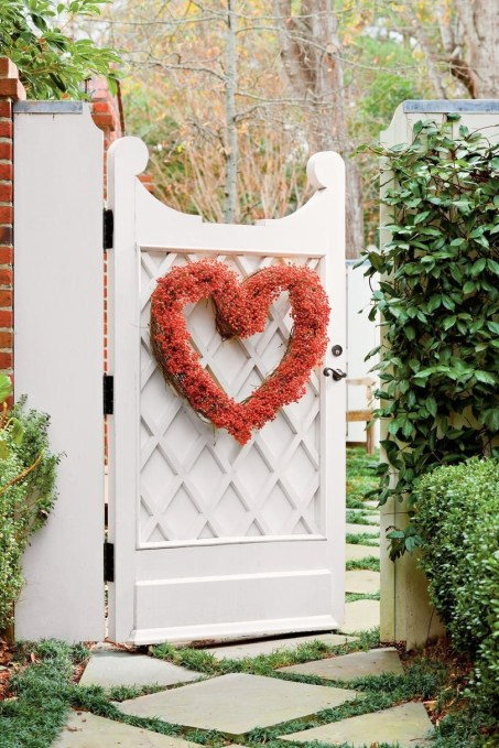 Inspiring Diy Outdoor Decorations Ideas For Valentine'S Day46