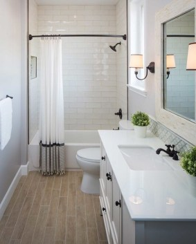 Minimalist Master Bathroom Remodel Ideas33