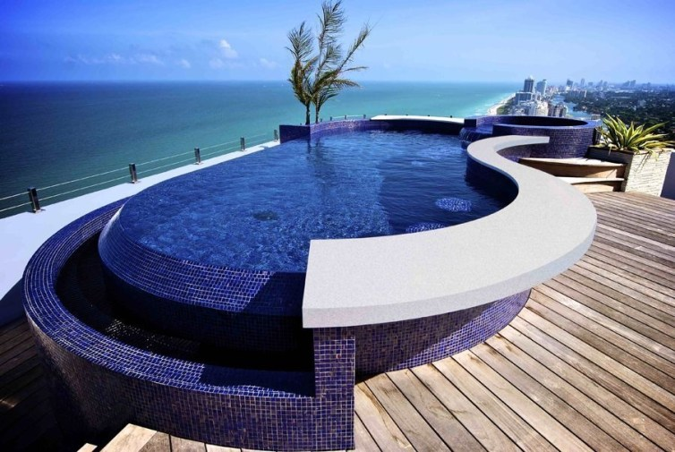 Amazing Glass Pool Design Ideas For Home04