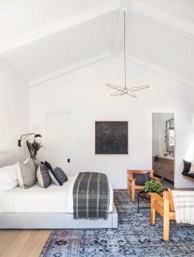 Brilliant Small Master Bedroom Ideas40