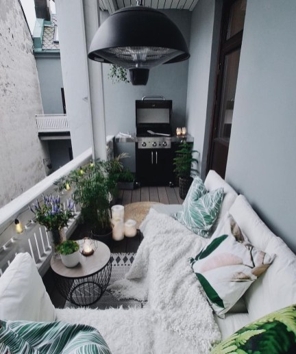 Enchanting Apartment Balcony Decorating Ideas31