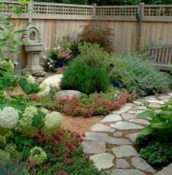 Magnificient Gravel Landscaping Design Ideas For Backyard04