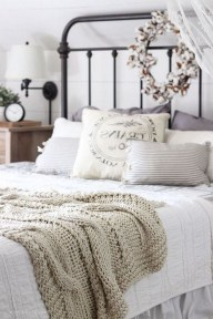 Smart Bedroom Decor Ideas With Farmhouse Style03