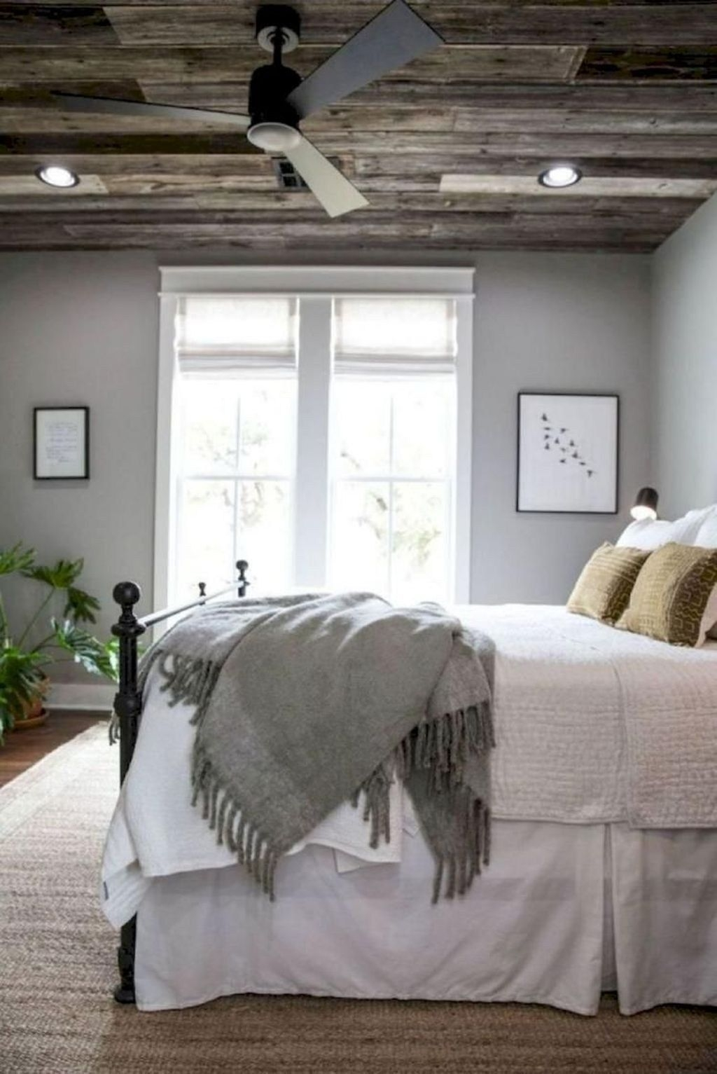 Smart Bedroom Decor Ideas With Farmhouse Style39
