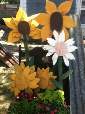 Cozy Diy Art Flowers Ideas For Garden On A Budget33