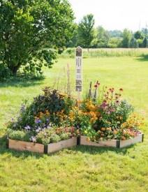 Extraordinary Summer Garden Ideas Just For You 32
