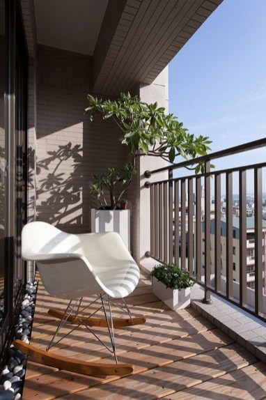 Inspiring Wooden Floor Design Ideas On Balcony For Your Apartment 27