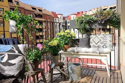Inspiring Wooden Floor Design Ideas On Balcony For Your Apartment 38