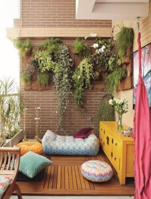 Inspiring Wooden Floor Design Ideas On Balcony For Your Apartment 55