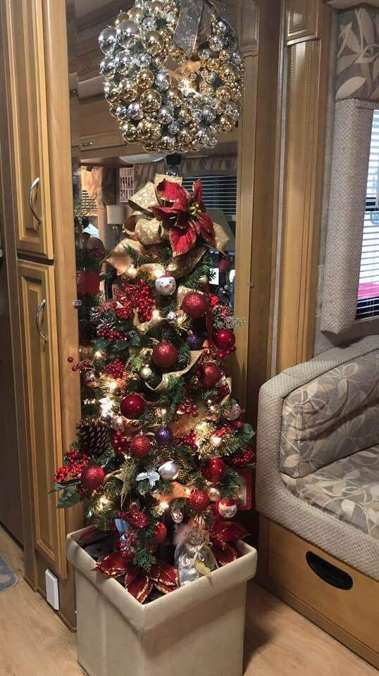 Splendid Christmas Rv Decorations Ideas For Valuable Moment07