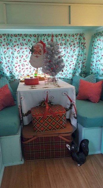 Splendid Christmas Rv Decorations Ideas For Valuable Moment19