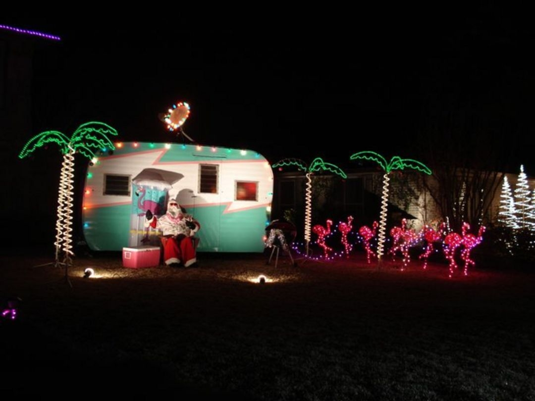 Splendid Christmas Rv Decorations Ideas For Valuable Moment37