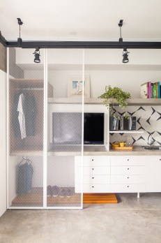 Best Minimalist Walk Closets Design Ideas For You10