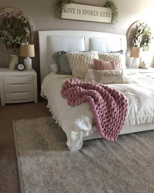 Magnificient Farmhouse Bedroom Decor Ideas To Try Now42