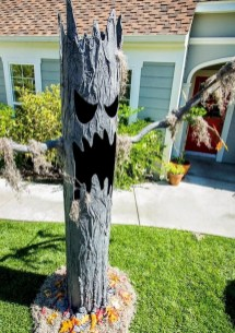 Stylish Outdoor Halloween Decorations Ideas That Everyone Will Be Admired Of32