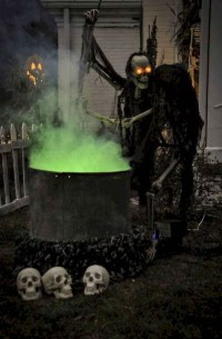 Stylish Outdoor Halloween Decorations Ideas That Everyone Will Be Admired Of35