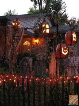 Stylish Outdoor Halloween Decorations Ideas That Everyone Will Be Admired Of37
