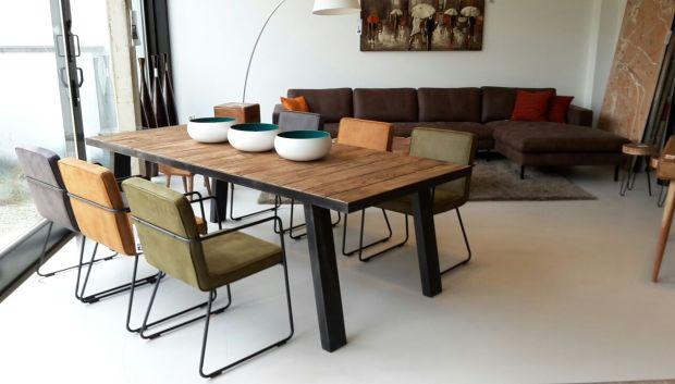 Eettafel in massief OLM 240x100x78cm €͟1590,- Zeteltje Charl €͟149,- 4 verschillende kleuren -Green -Cognac -Blue -Anthracite