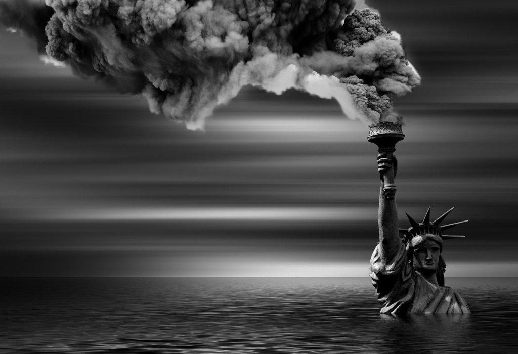 La imagen de la estatua de la libertad sumergida en agua puede ser realidad algún día si no corregimos los efectos del cambio climático