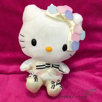 Hello Kitty Plush Toy ni pon kakak Ayra nak sebab masa kami jumpe Hello Kitty tu dia pakai costume ni. Okey la ayah bagi green light!